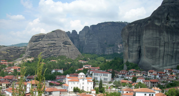Meteora_with_view_over_Kastraki
